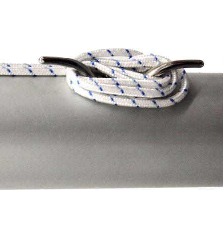 Fahnenmast von Masko mit außenliegender Seilführung - Seilbefestigung